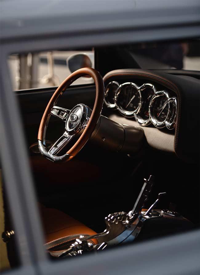 Ratt i exklusiv äldre bil, närbild
