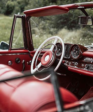 Cabriolet med röd inredning